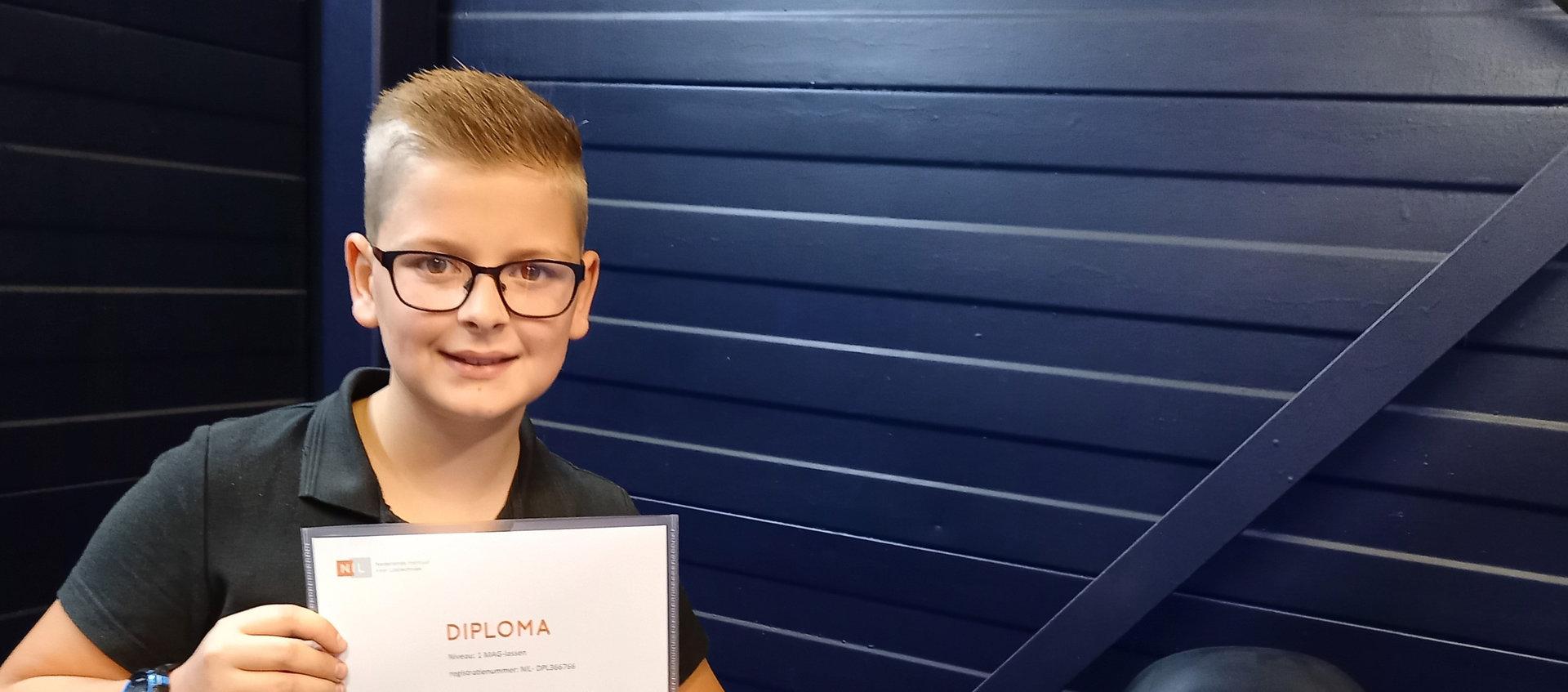 Matthijs ten Hagen - 11 jaar - haalt z'n eerste lasdiploma