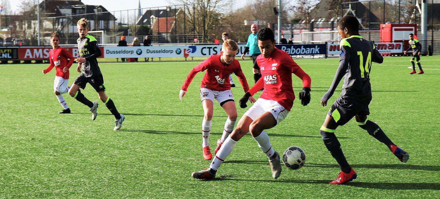 AZ Onder 14 laat onderuit tegen PSV