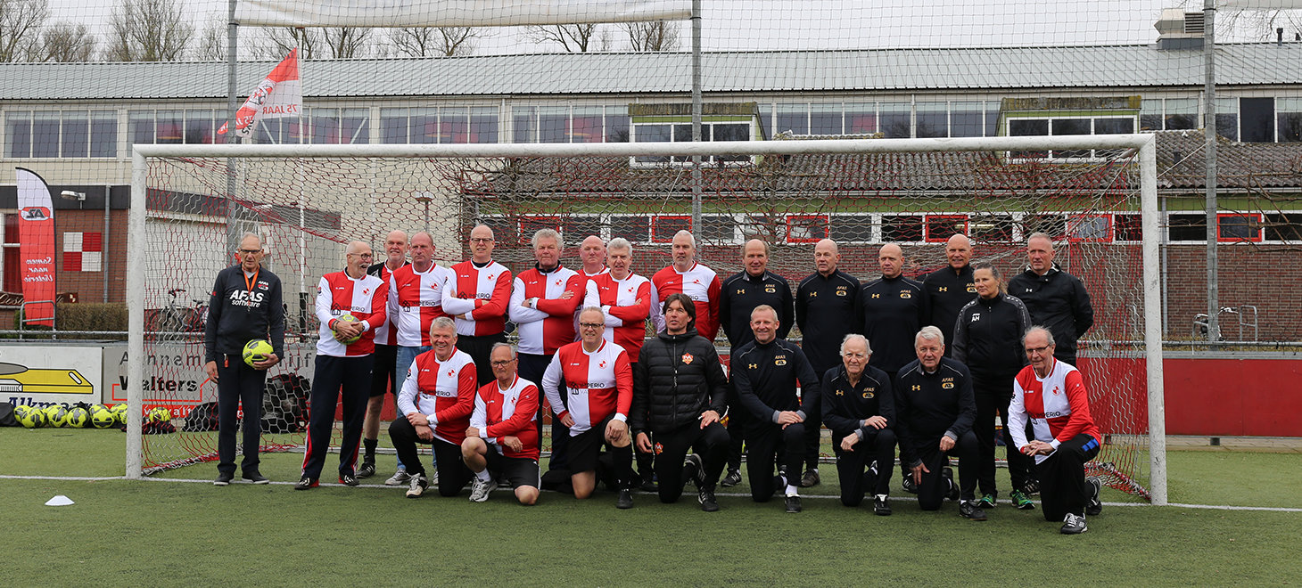 Kick-off Walking Football in beeld