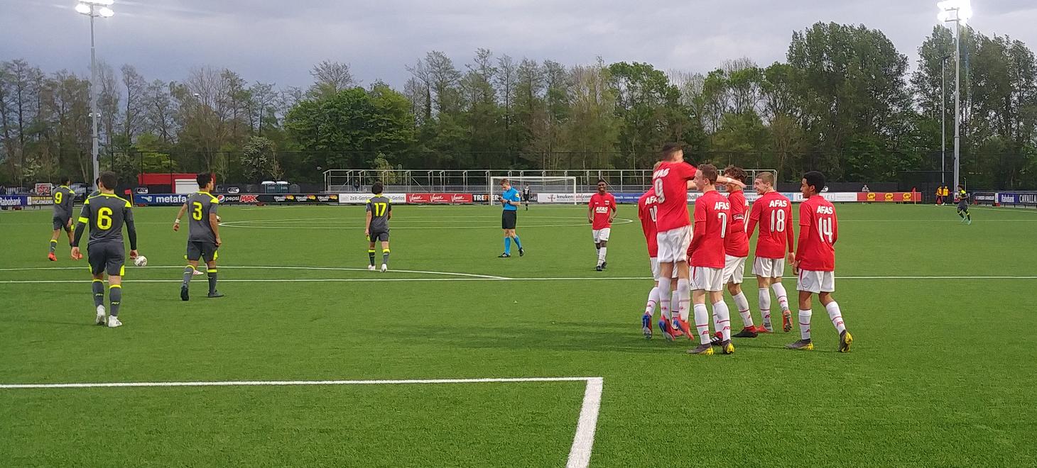 AZ Onder 17 besluit met zege op PSV