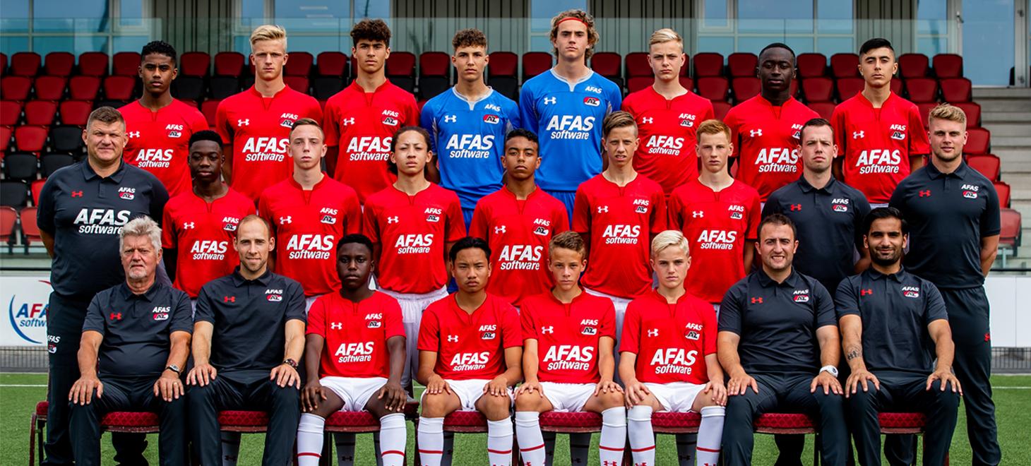 AZ Onder 16 besluit met zege op Vitesse
