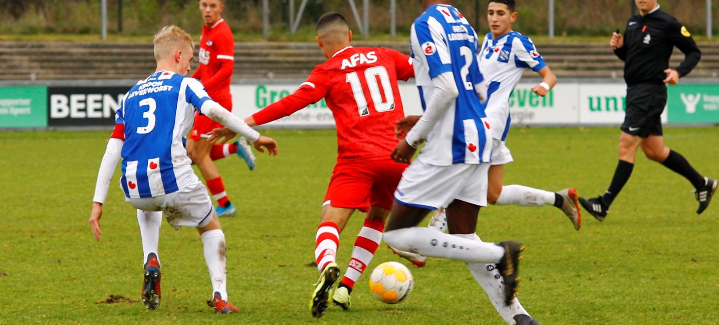 AZ Onder 19 zet grote stap naar kampioenspoule