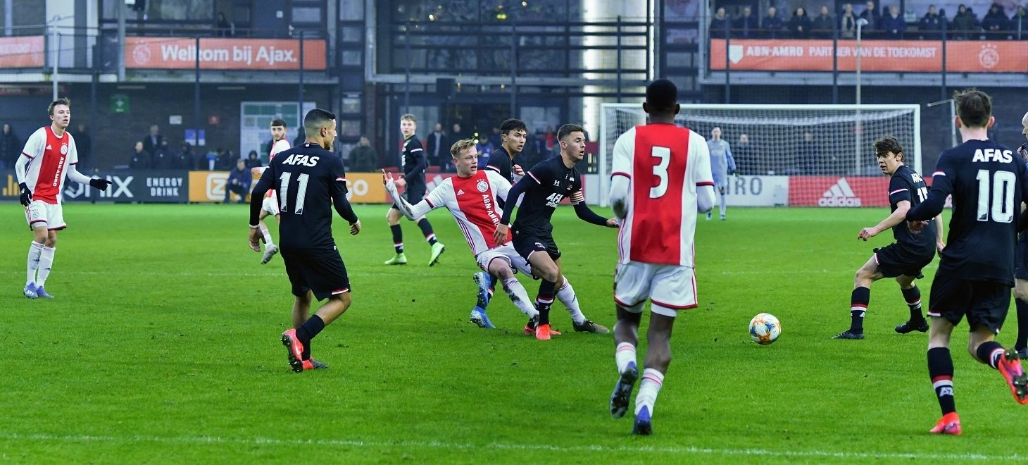 AZ Onder 19 overklast Ajax